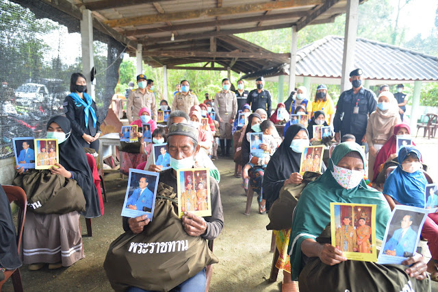 ถุงพระราชทานสานใจ ช่วยเหลือผู้ประสบภัยน้ำท่วม คนไทยไม่ทิ้งกัน เพราะเราคือพี่น้องกัน