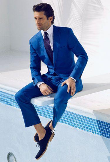 Na foto acima, costume Azul um pouco mais claro, com Sapato e Gravata em  tom mais escuro, visual mais puxado pro Monocromático. 10d866fe8d