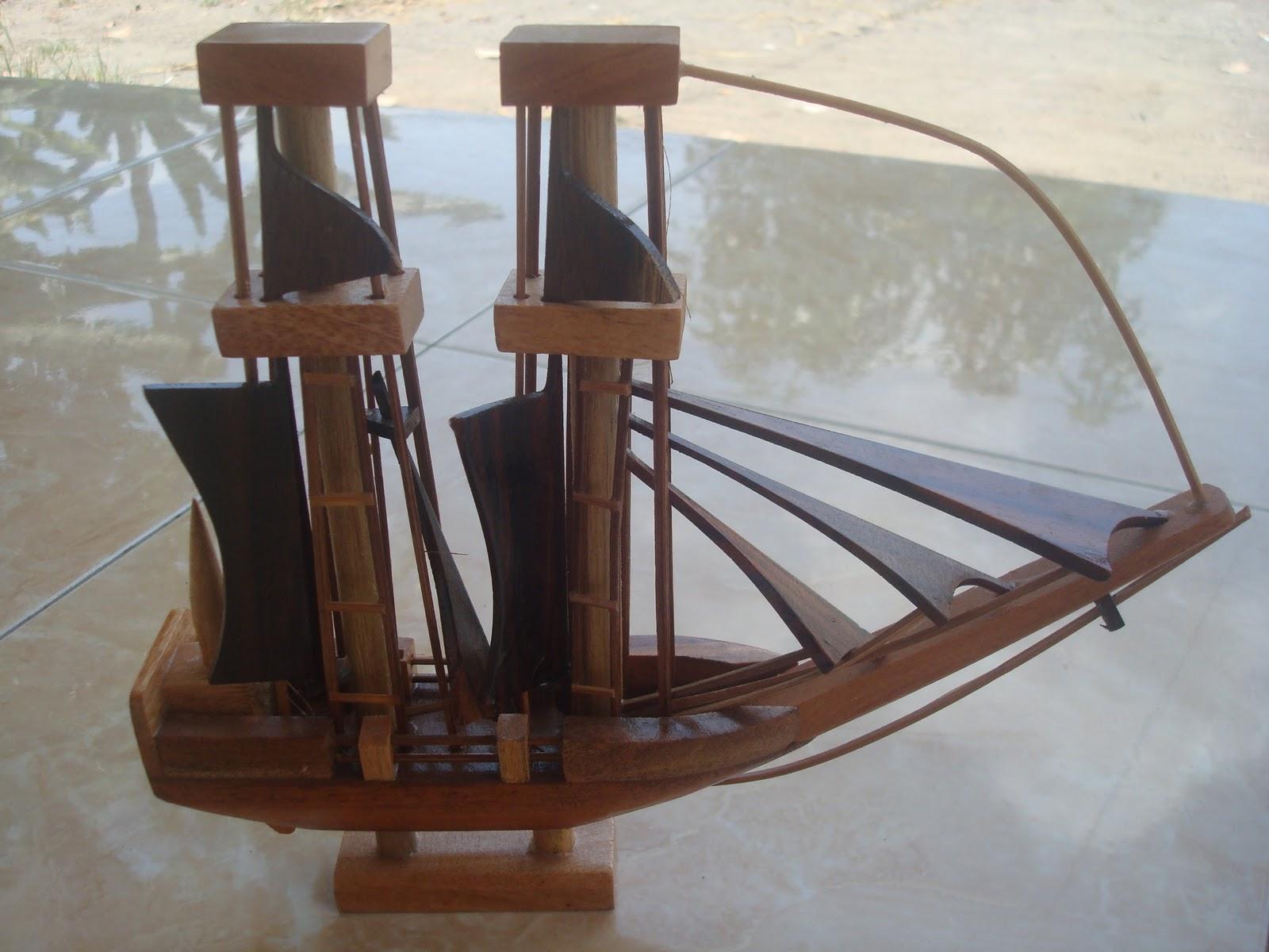 Gambar Kerajinan Kayu Perahu Layar