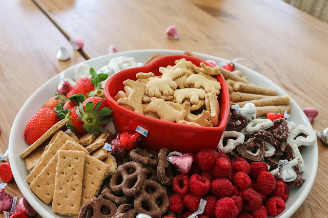 How To Create an EASY Valentine's Day Snack Platter