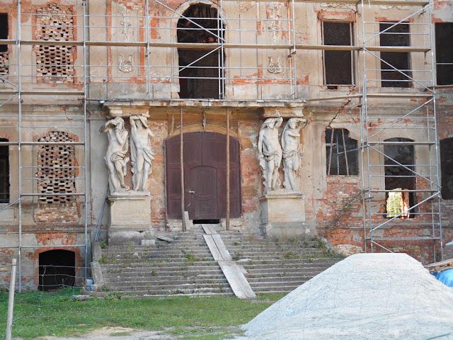 podpory, rzeźby, schody, renowacja zabytków
