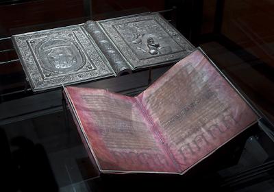 https://www.atlasobscura.com/articles/silver-purple-bible-codex-mysterious-centuries?fbclid=IwAR2DIUzNWLwKKlp9r4FfbV_eVFW-BOIEByNdswBBta-T4Sn4AR0SoySPqas