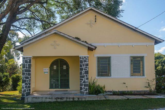 Uma casa junto ao Educandário Curitiba