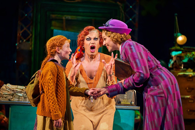 annie the musical uk theatre review 2019