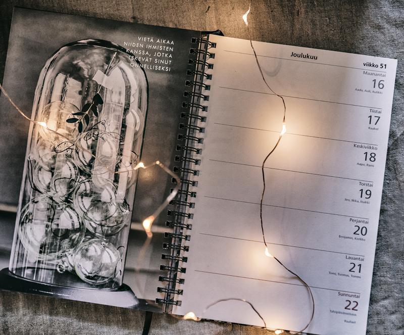 Parolan Aseman Joulumarkkinat, markkinat, myyjäiset, Parola, Hämeenlinna, Asema, Rautatieasema, vanha talo, puutalo, asemarakennus, Visualaddict, valokuvaaja, Frida Steiner, joulu, joulun odotus, joulumyyjäiset, kalenteri, kalenteri 2019, almanakka, päivyri, Hyvä Vuosi, mietelause, mietelausekalenteri