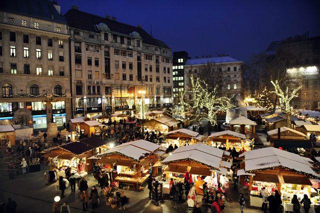 mercatini-di-natale-budapest-votosmarty-sq-poracci-in-viaggio