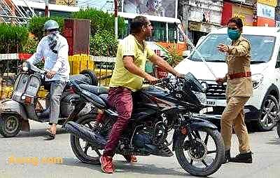 बिना मास्क अकेले कार चला रहे वकील का कटा 500 रुपये का चालान, सरकार से मांगा 10 लाख का मुआवजा |