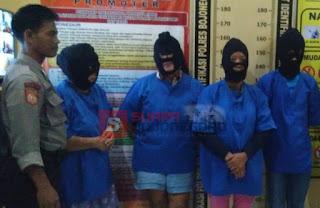 Tiga Wanita & Satu Pria Diringkus Polisi Saat Berjudi Ceki Di Rel Bengkong
