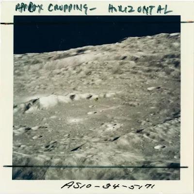 Apollo 10: Una vista obliqua del Cratere 302 sulla Luna, durante la missione Apollo 10 della NASA del 1969