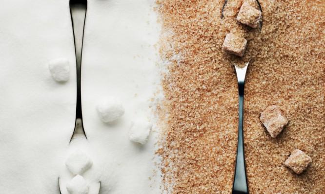 Λευκή ή καστανή (μαύρη) ζάχαρη; Δείτε ποια είναι τελικά πιο υγιεινή…