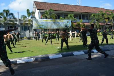 Tingkatkan Imun Anggota Lanal Mataram Wajib Olahraga Militer