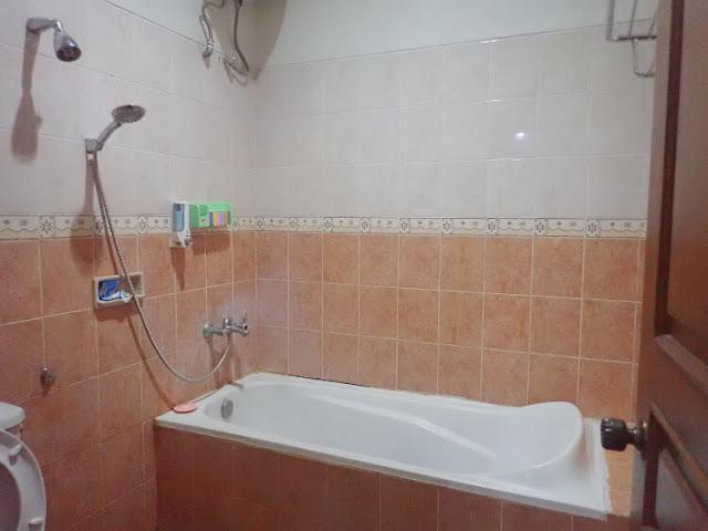 kamar mandi penginapan timoho residence