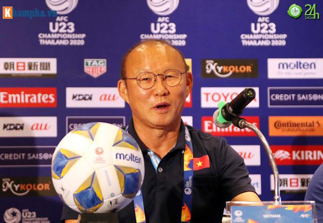 Thầy Park thân mật với HLV của UAE trước đại chiến ở giải U23 châu Á 7