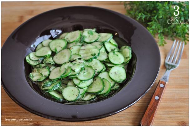 salada de pepino simples