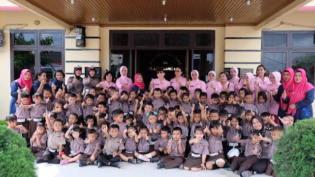 Murid TK Kemala Bhayangkari 09 Cabang Tanjung Balai Kunjungi Polres Tanjung Balai