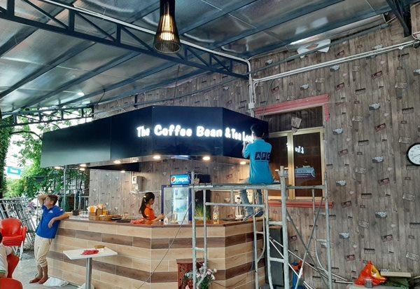 Hình ảnh thi công biển hiệu quảng cáo tại Hoàng Lang Coffee Phú Quốc