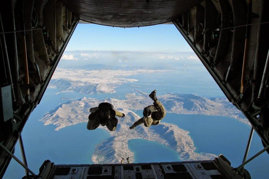 χρονολόγηση γεγονότα wingsβγαίνω με έναν άντρα στον καναδικό στρατό.