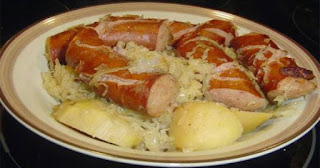 Polish sausage, Sauerkraut and potatoes ( CROCKPOT )