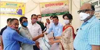 क्षय रोगियों के आत्मसम्मान व स्वाभिमान को बल देने के लिए आकांक्षा समिति ने कराया पौधरोपण-डा.अंकिता राज     #NayaSaberaNetwork