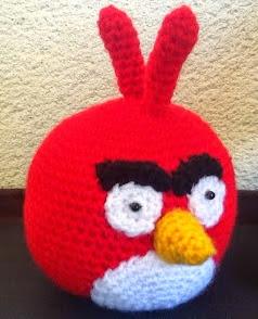 http://sweet-dollies.blogspot.com.es/2012/06/amigurumi-angry-bird-rojo-y-verde.html