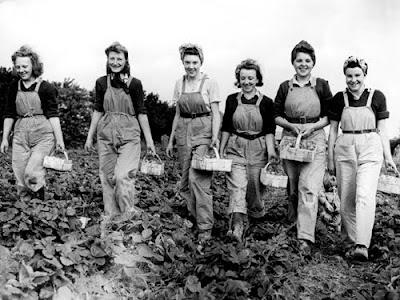 http://seenandsaid.blogspot.com/2010/09/inspiring-women-land-girls-lumber-jills.html