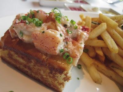 Luke's Oyster Bar & Chop House, lobster roll