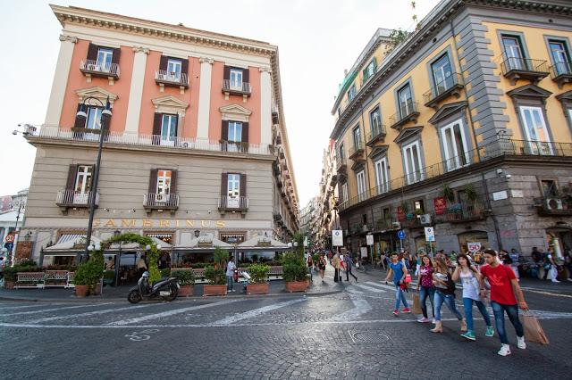 Caffé Gambrinus e via Chiaia-Napoli