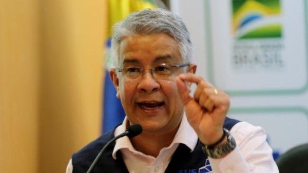 Renuncia responsable de lucha contra Covid-19 en Brasil