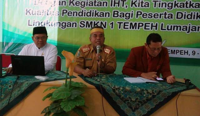 Kepala Cabang Dinas Pendidikan Jawa Timur Wilayah Lumajang, Drs. Sugiono Eksantoso