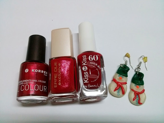Santa's hat nail art tutorial -Guest Post