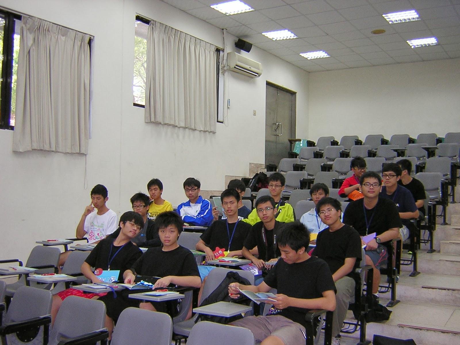 新竹高中軟體研究社: 2013交大之旅及迎新活動