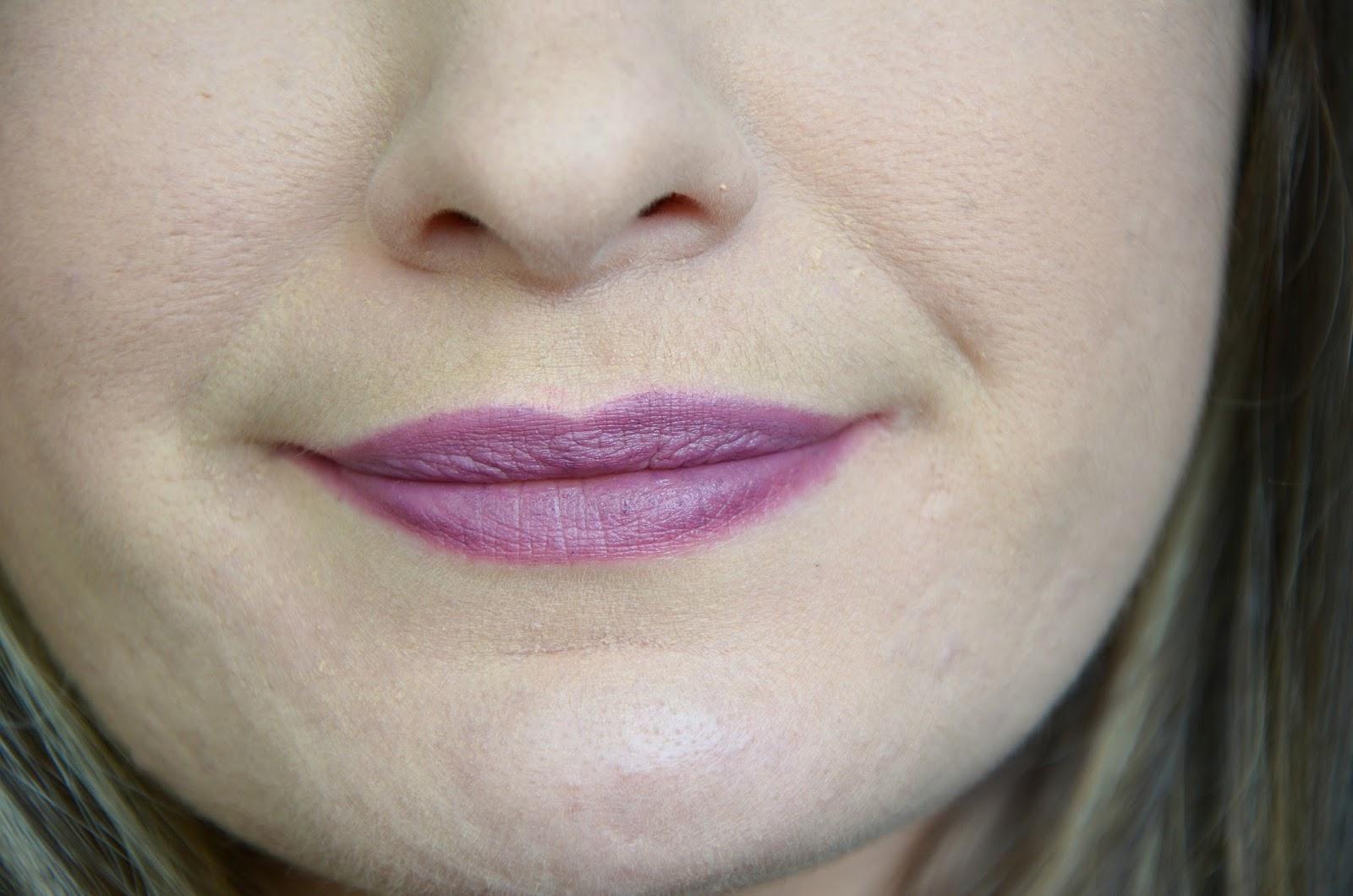 Crayon à lèvres lip liner prune NYX cosmetics