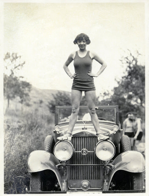 18 Fascinating Vintage Snapshots Of German Ladies Posing