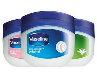 Cara Memanjangkan dan Melentikkan Bulu Mata Dengan Vaseline Petroleum Jelly