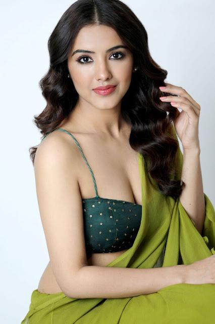 Malavika Sharma Hot Deep Cleavage Show Photos in Green Saree Navel Queens
