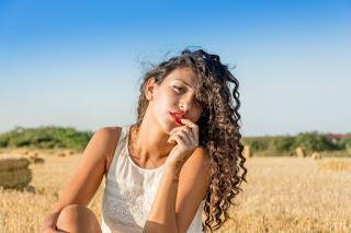 कर्ली - घुंघराले बालों को बनाये शाइनी और साफ्ट, Hairstyles for Curly Hair in Hindi, Curly Hair, curly Hair Care Tips, curly shiny hair tips,  Best Curly Hair Tips, curly hair ke liye upay, घुंघराले बालों की देखभाल