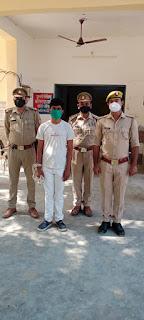 इटावा पुलिस द्वारा दुष्कर्म के अभियोग में वांछित एवं 25000 रू0 का ईनामी अभियुक्त को गिरफ्तार किया