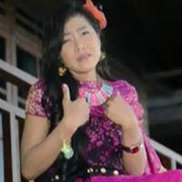 Lirik dan Terjemahan Lagu Rayola - Galau Hati Nan Luko