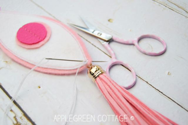 diy felt ornament