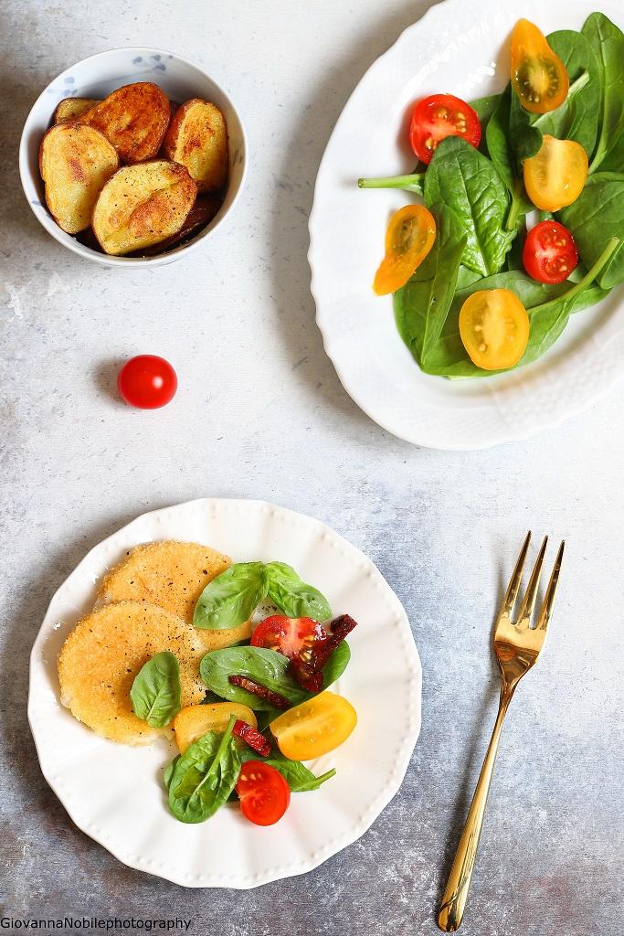Scamorza panata, spinacini e pomodorini
