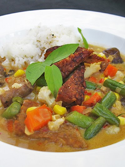 Thai Red Curry Tempeh Soup