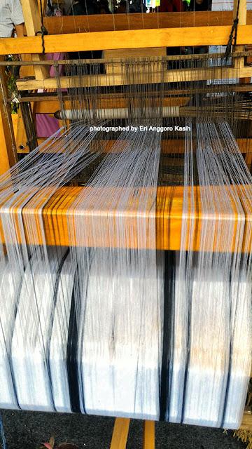 Alat tenun tradisional tikar mendong.