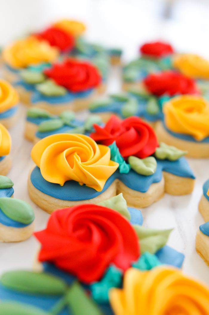 Autumn-Inspired Floral Cookies | bakeat350.net inspired by House of Colour