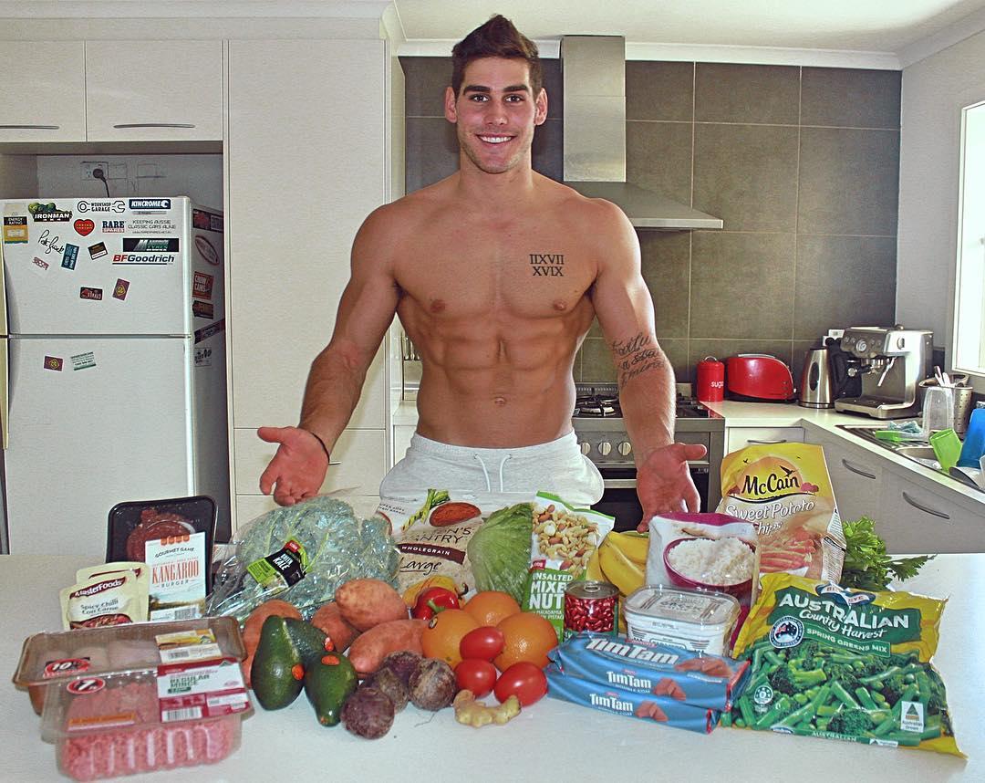 cute-shirtless-fit-dudes-food-fruit-vegetables-smiling-bodybuilder