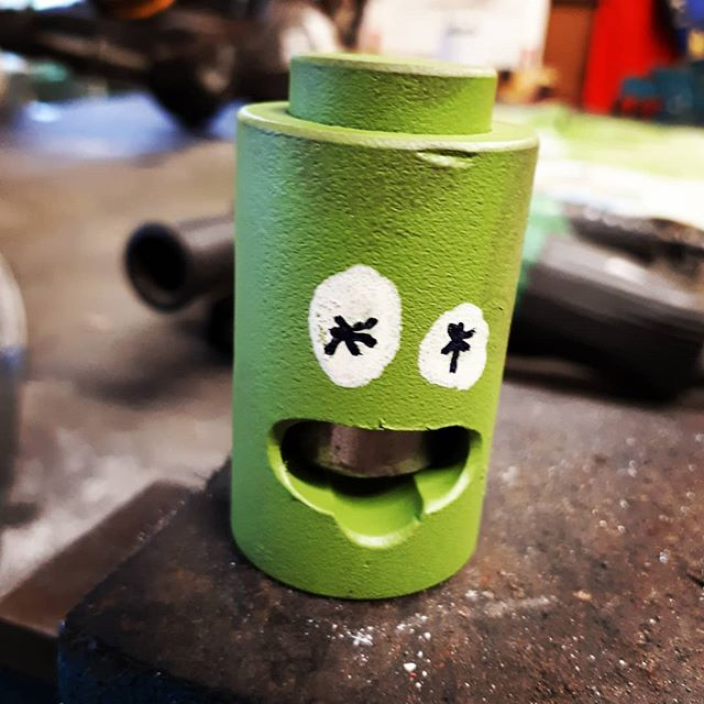 I made this simple tool to crimp battery cables in the shop press. Then I decided to paint it to make it more difficult to lose. Then after I used it for the first time I decided to paint eyes on it 'cos sometimes I'm fucking hilarious.