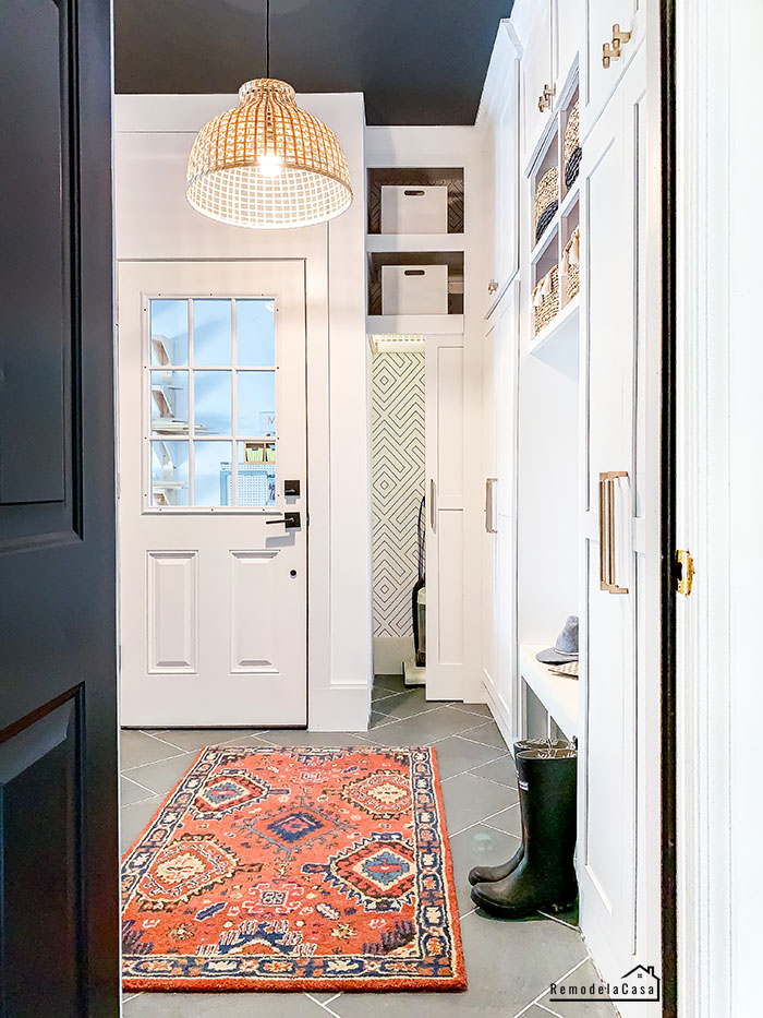 How to build a mudroom in a little corner of the garage