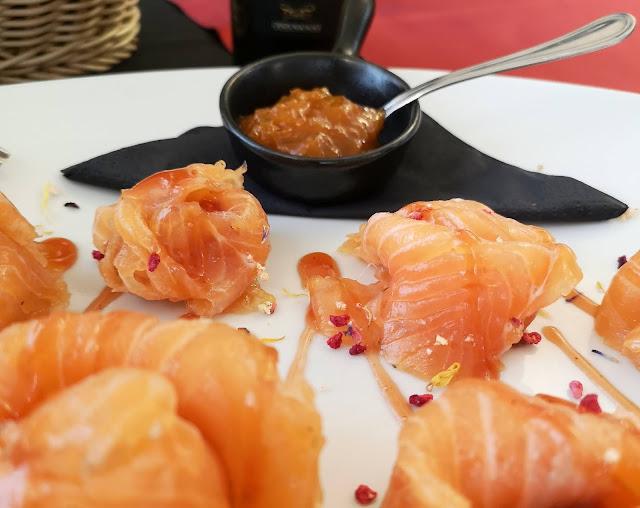 Salmone su un piatto