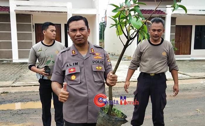 Hijaukan Daerah, Polres Mesuji Tanam 2020 Batang Pohon