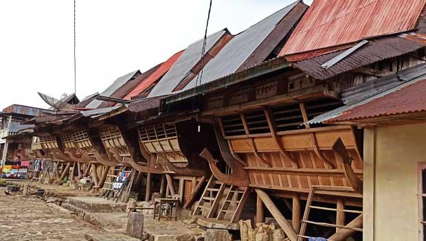 rumah adat desa onohondro nias selatan