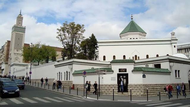 Prancis di Bawah Kepemimpinan Macron: Tutup 43 Masjid Dalam 3 Tahun